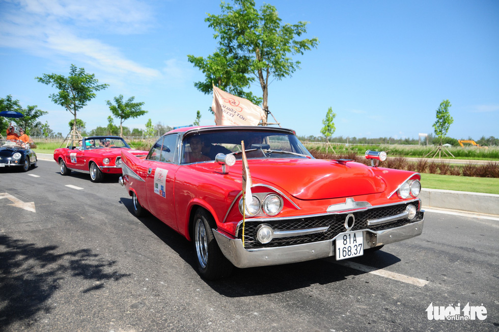 Program featuring vintage vehicles, folk instruments marks Hoi An's anniversary
