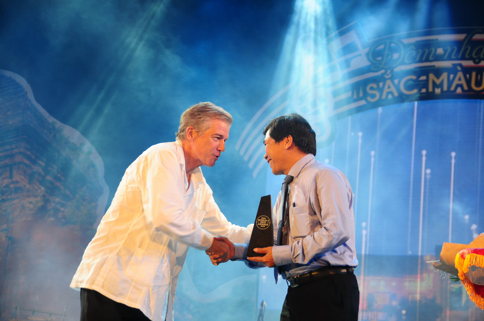 A representative of the Hoi An City People's Committee receives the award from Travel + Leisure Magazine.