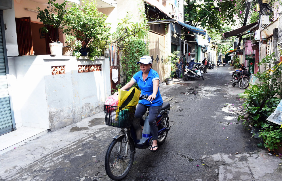 It is much easier for locals to travel along an alley on Rach Bung Binh Street in District 3 following an expansion. Photo: Duyen Phan / Tuoi Tre