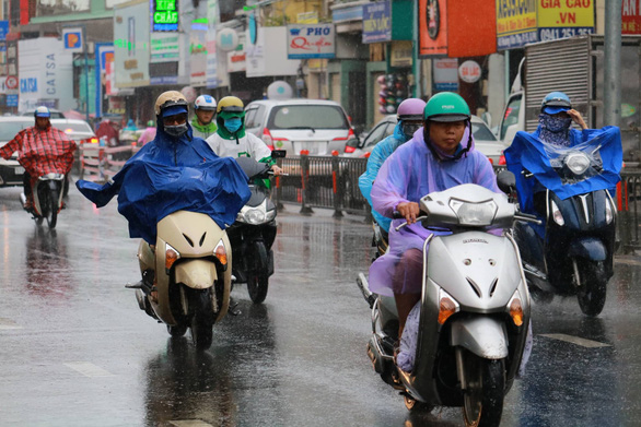 Rain to batter northern, southern Vietnam, as heatwave hits central provinces this week