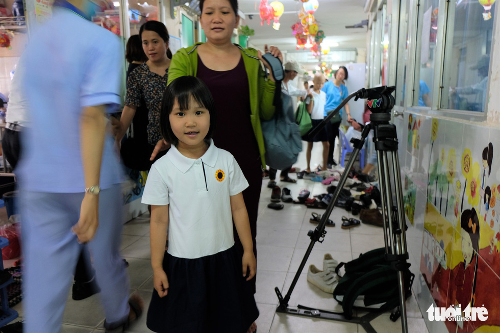 Bao Chau, 7, poses for a photo at the ceremony. Photo: Canh Toan / Tuoi Tre