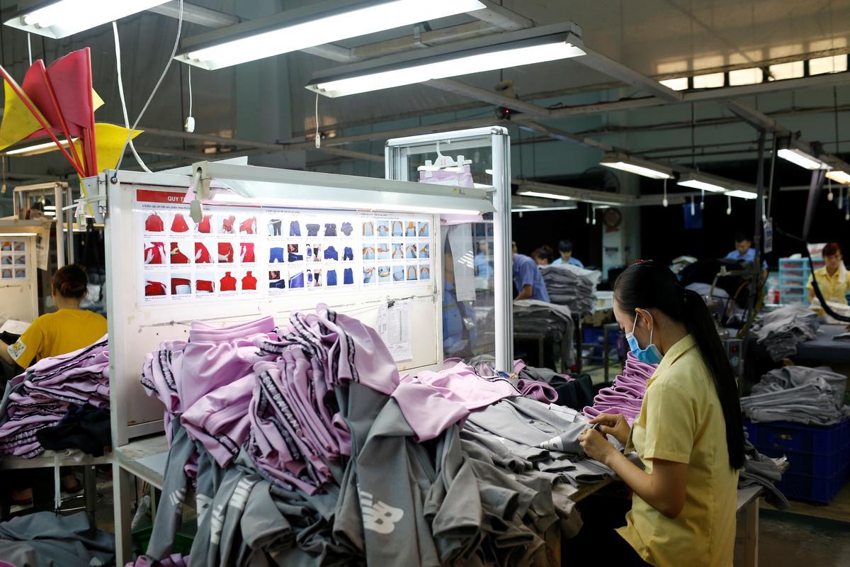Vietnam August trade surplus jumps on Samsung phone shipments