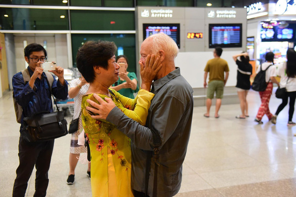 Ken Reesing and Vu Thi Vinh embrace each other after 50 years apart outside the Tan Son Nhat International Airport in Ho Chi Minh City, September 12, 2019. Photo: Quang Dinh / Tuoi Tre