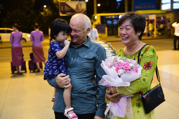 Ken Reesing and Vu Thi Vinh meet after 50 years apart outside the Tan Son Nhat International Airport in Ho Chi Minh City, September 12, 2019. Photo: Quang Dinh / Tuoi Tre