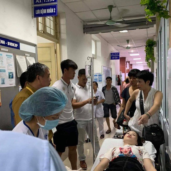 A woman is hospitalized at Xanh Pon General Hospital in Ba Dinh District, Hanoi, after a flare firing incident at Hang Day Stadium, September 11, 2019. Photo: Xanh Pon General Hospital