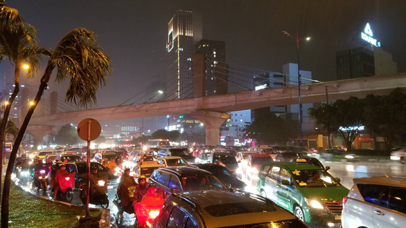 Downpour leads to flooding, congestion in Ho Chi Minh City