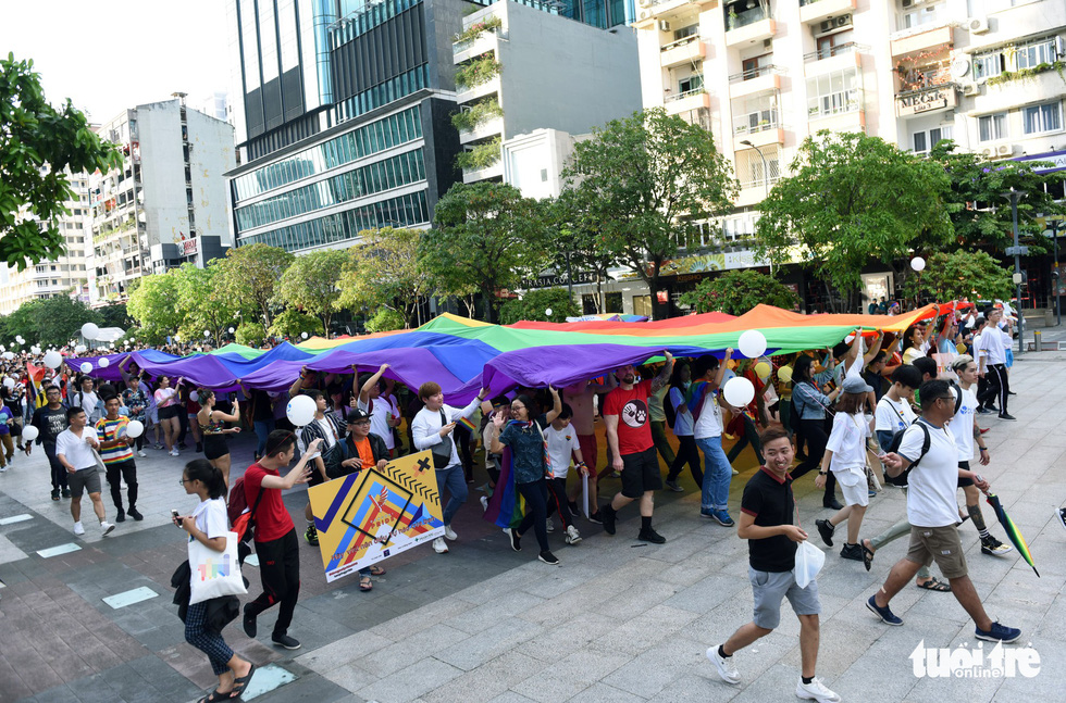 The rainbow parade takes place on Nguyen Hue Walking Street in District 1. Photo: Duyen Phan / Tuoi Tre
