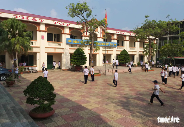 Students idle English periods away due to teacher shortage in Vietnam