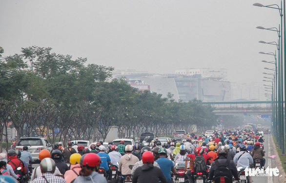 Thick smog on Mai Chi Tho Street in Ho Chi Minh City on September 21, 2019. Photo: Chau Tuan / Tuoi Tre