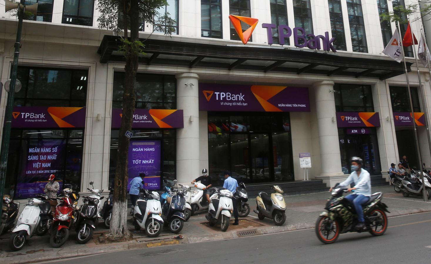 Lenders warm to Vietnamese credits