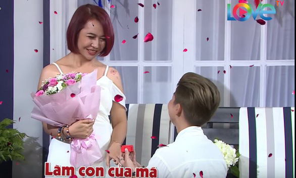 """Kay Nguyen proposes to Bich Ngan on """"Come Out"""" TV program. Photo: Supplied"""