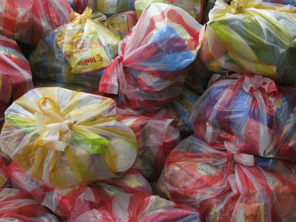 Plastic bags in use in Vietnam. Photo: T.D. / Tuoi Tre