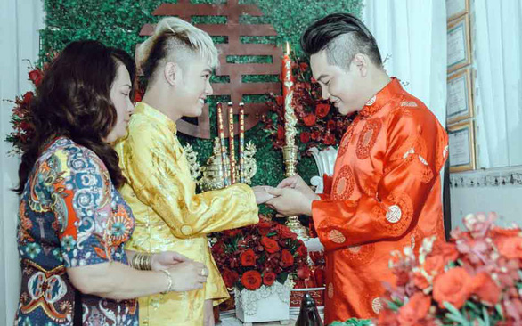 Vietnamese gay couple fight for same-sex marriage, right to love