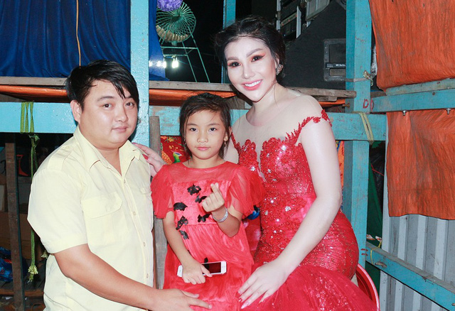 Nini An (right) with Chi Cong (left) and their daughter. Photo: Me Thuan / Tuoi Tre