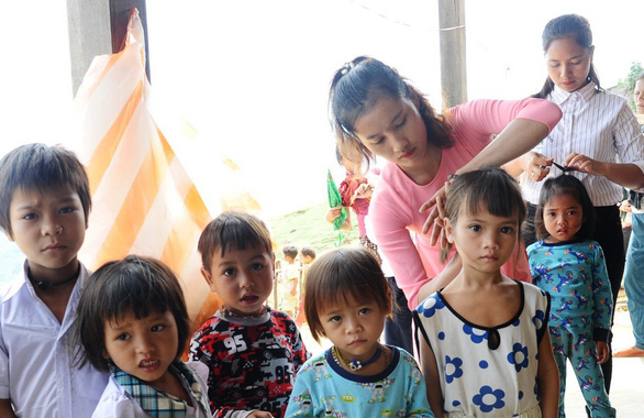 Young Vietnamese woman leaves comforts behind for teaching job in rural village