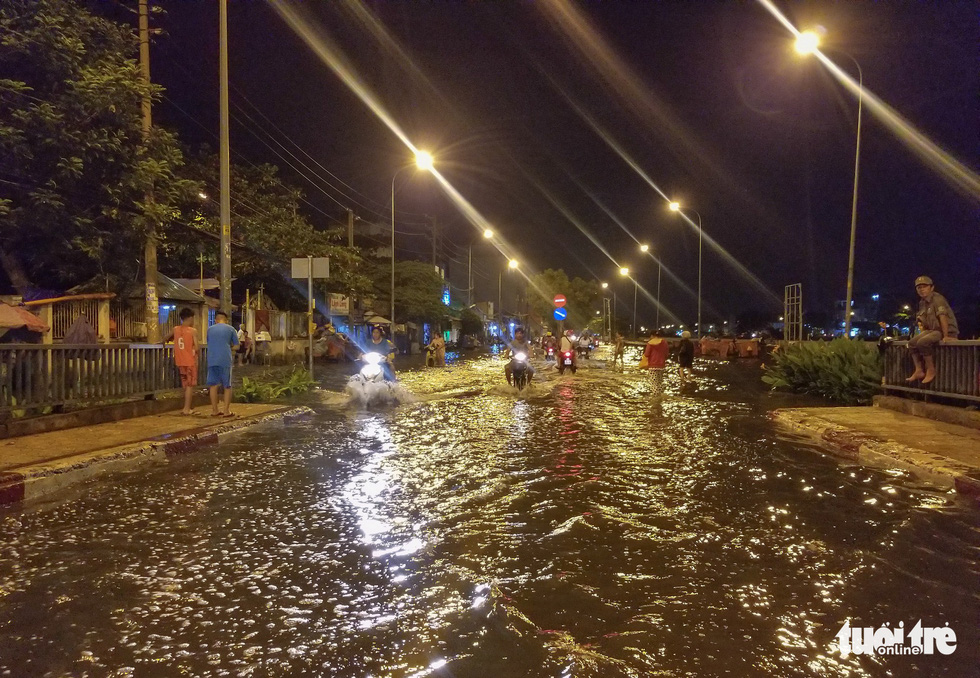 High tide sinks Ho Chi Minh City, Mekong Delta localities