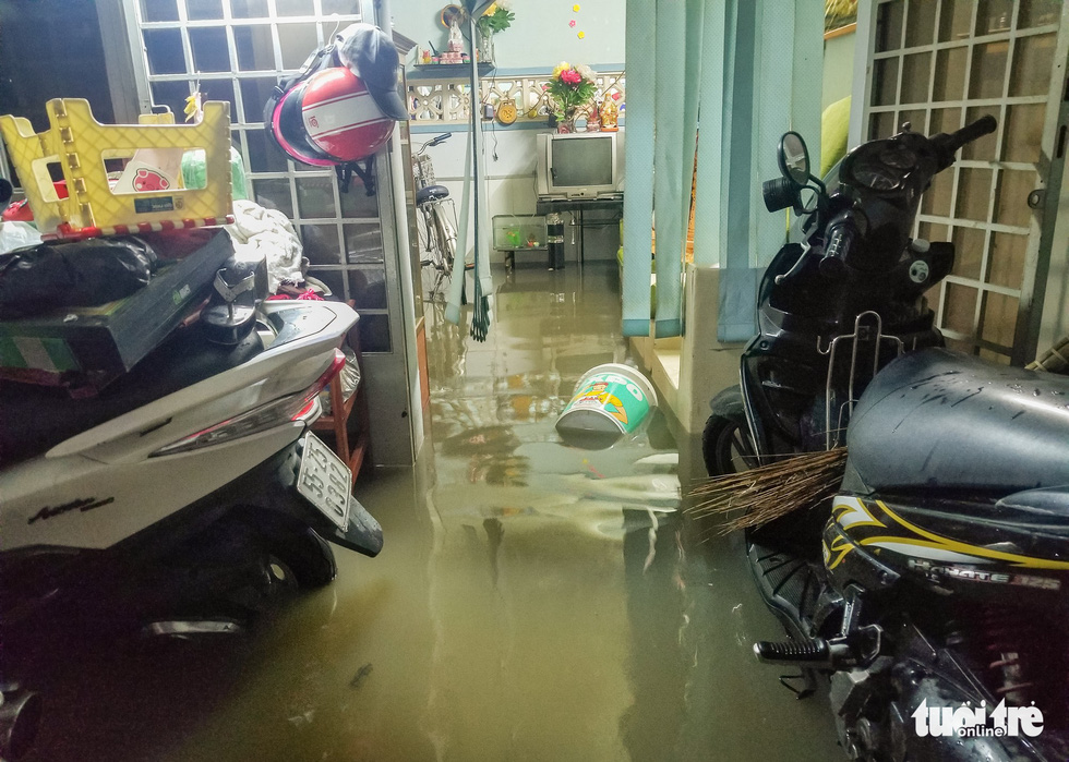 Water floods a house in District 8. Photo: Chau Tuan / Tuoi Tre