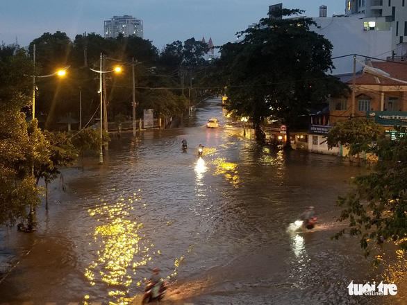 Ton That Thuyet Street in District 4 is flooded on September 29, 2019. Photo: Chau Tuan / Tuoi Tre