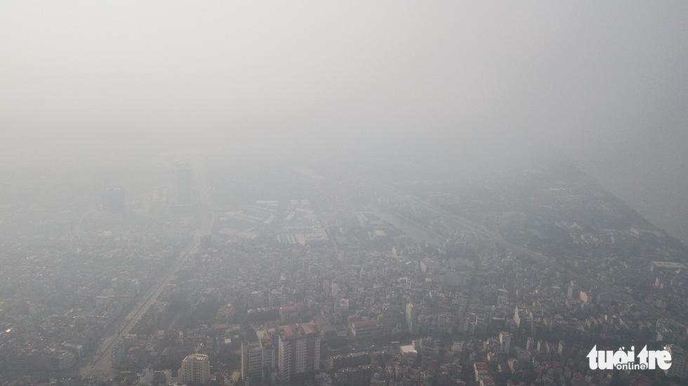 Smoggy weather is observed in Hanoi on the morning of September 30, 2019. Photo: Nam Tran / Tuoi Tre