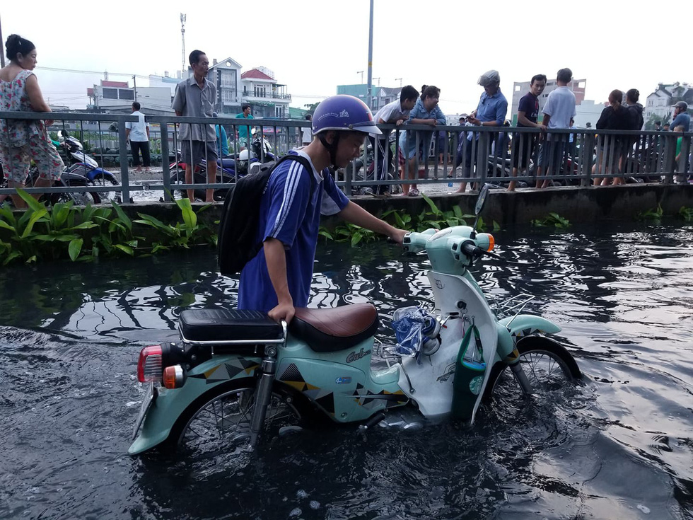 Historic tidal flooding turns lives upside down in Ho Chi Minh City