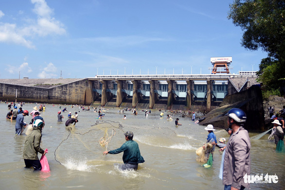 Hydropower dam becomes annual fishing ground in southern Vietnam
