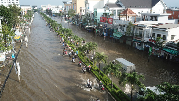 A street in Ninh Kieu District, Can Tho is severely inundated on October 1, 2019. Photo: Chi Quoc / Tuoi Tre
