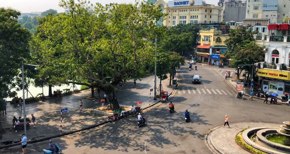 Locals concerned over planned month-long vehicle ban around Hanoi's iconic lake