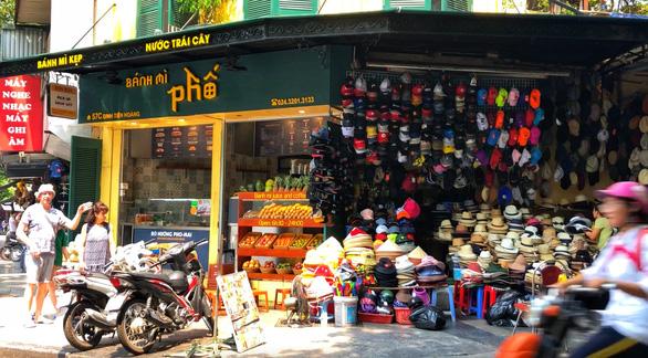 A hat shop on Dinh Tien Hoang Street near Hoan Kiem Lake, Hanoi. Photo: Q.Th. / Tuoi Tre