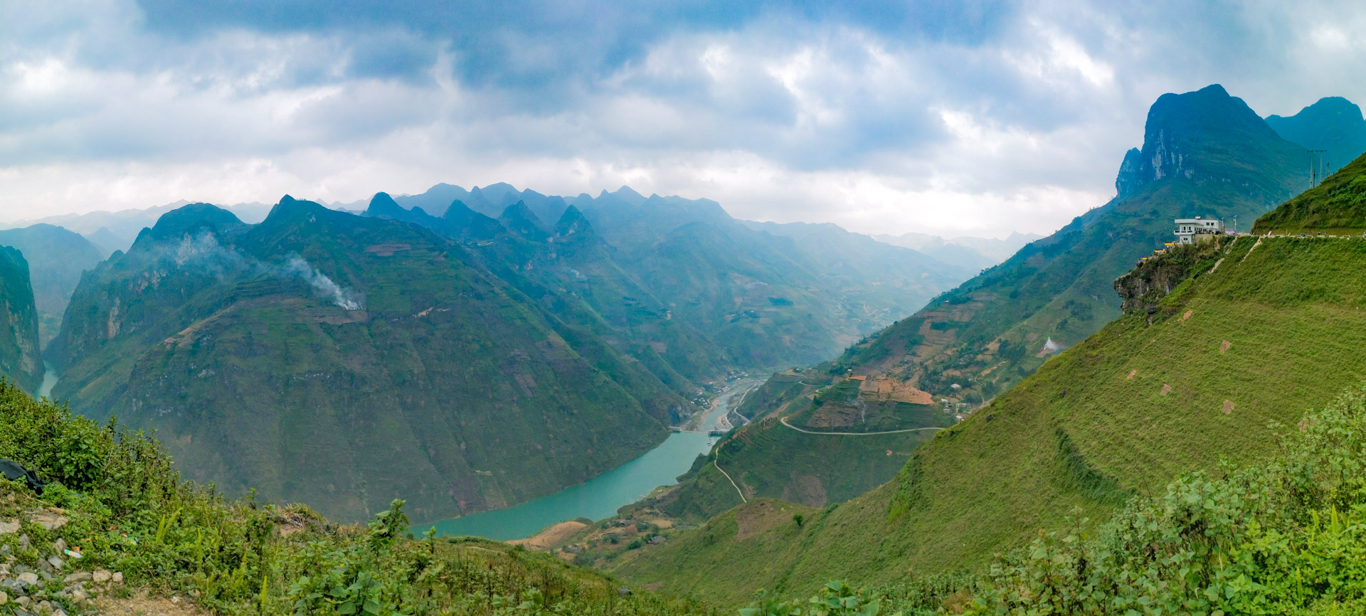 A panoramic view of the Ma Pi Leng mountain pass in Ha Giang Province, Vietnam with the Ma Pi Leng Panorama building spotted in the far upper-right corner. Photo: Tuan Son / Tuoi Tre News