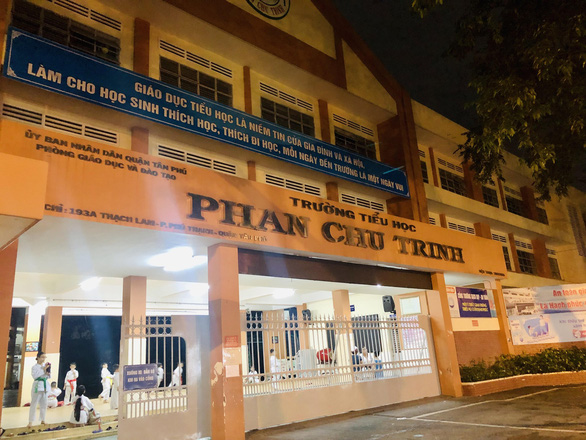 The entrance of Phan Chu Trinh Primary School. Photo: Thao Huong / Tuoi Tre