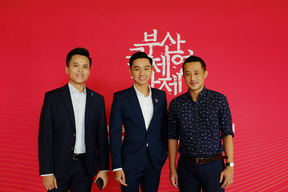 The cast and crew of Vietnamese film 'Bac Kim Thang' (Home Sweet Home) at the 24th Busan International Film Festival in Busan, South Korea. Photo: Mi Ly / Tuoi Tre