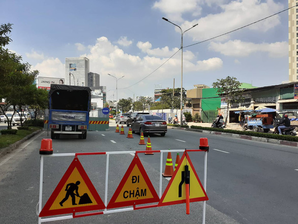 A road work on Nguyen Huu Canh Street in Ho Chi Minh City. Photo: Le Phan / Tuoi Tre