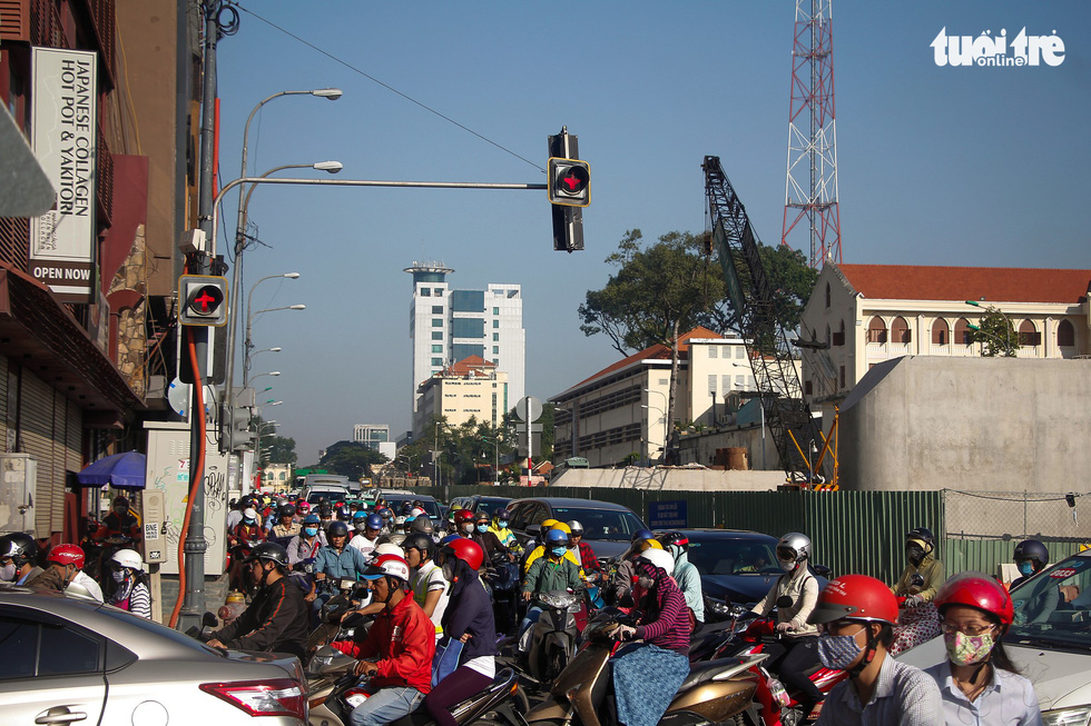 Traffic congestion onTon Duc Thang Street in Ho Chi Minh City. Photo: Chau Tuan / Tuoi Tre