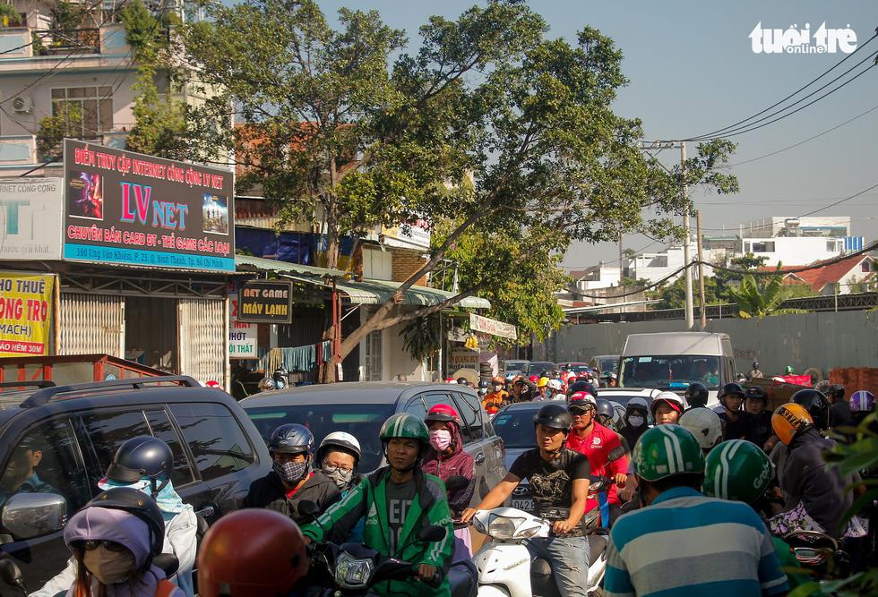 Traffic congestion on Ung Van Khiem Street in Ho Chi Minh City. Photo: Chau Tuan / Tuoi Tre