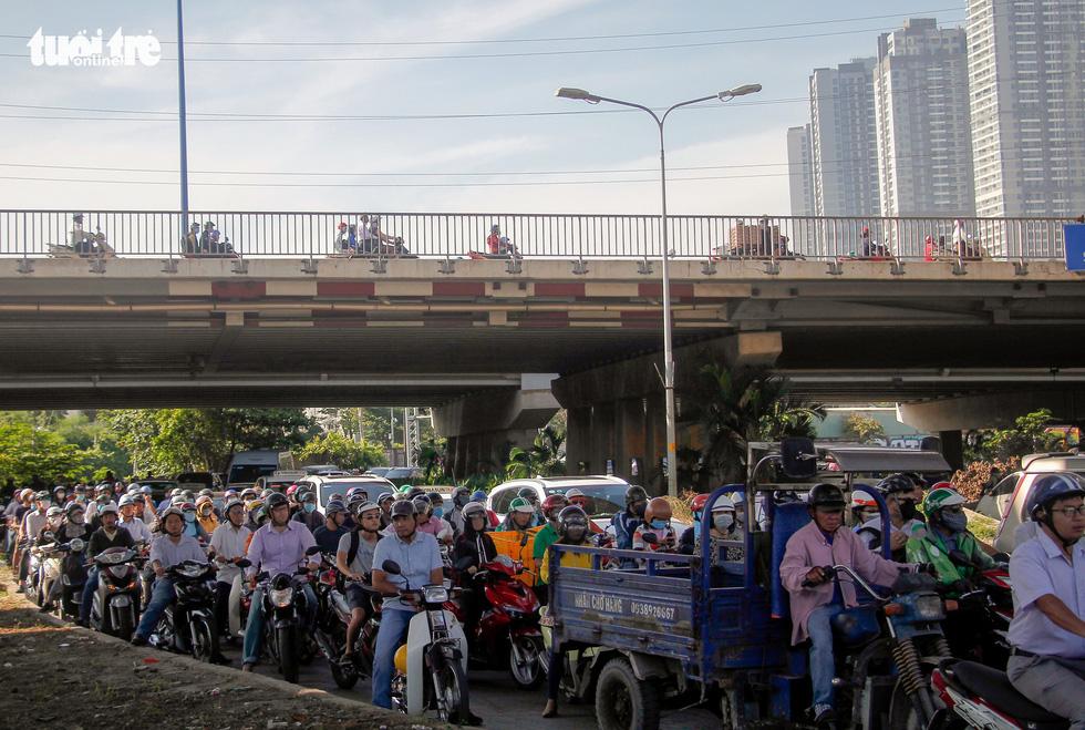 Traffic congestion on Nguyen Huu Canh Street in Ho Chi Minh City. Photo: Chau Tuan / Tuoi Tre