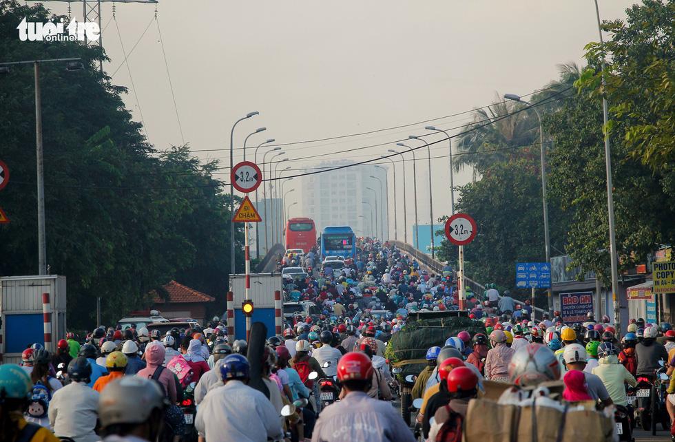 Commuters' nightmare on Saigon roads as city begins street upgrade
