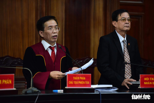 A judge reads the verdict on nine defendants charged with drug trafficking at a Ho Chi Minh City court on October 7, 2019. Photo: Quang Dinh / Tuoi Tre