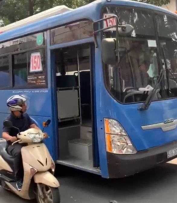 Saigon bus driver sacked after spitting at commuters