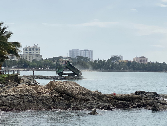 Land reclamation being carried out at Front Beach in the southern city of Vung Tau. Photo: Dong Ha / Tuoi Tre
