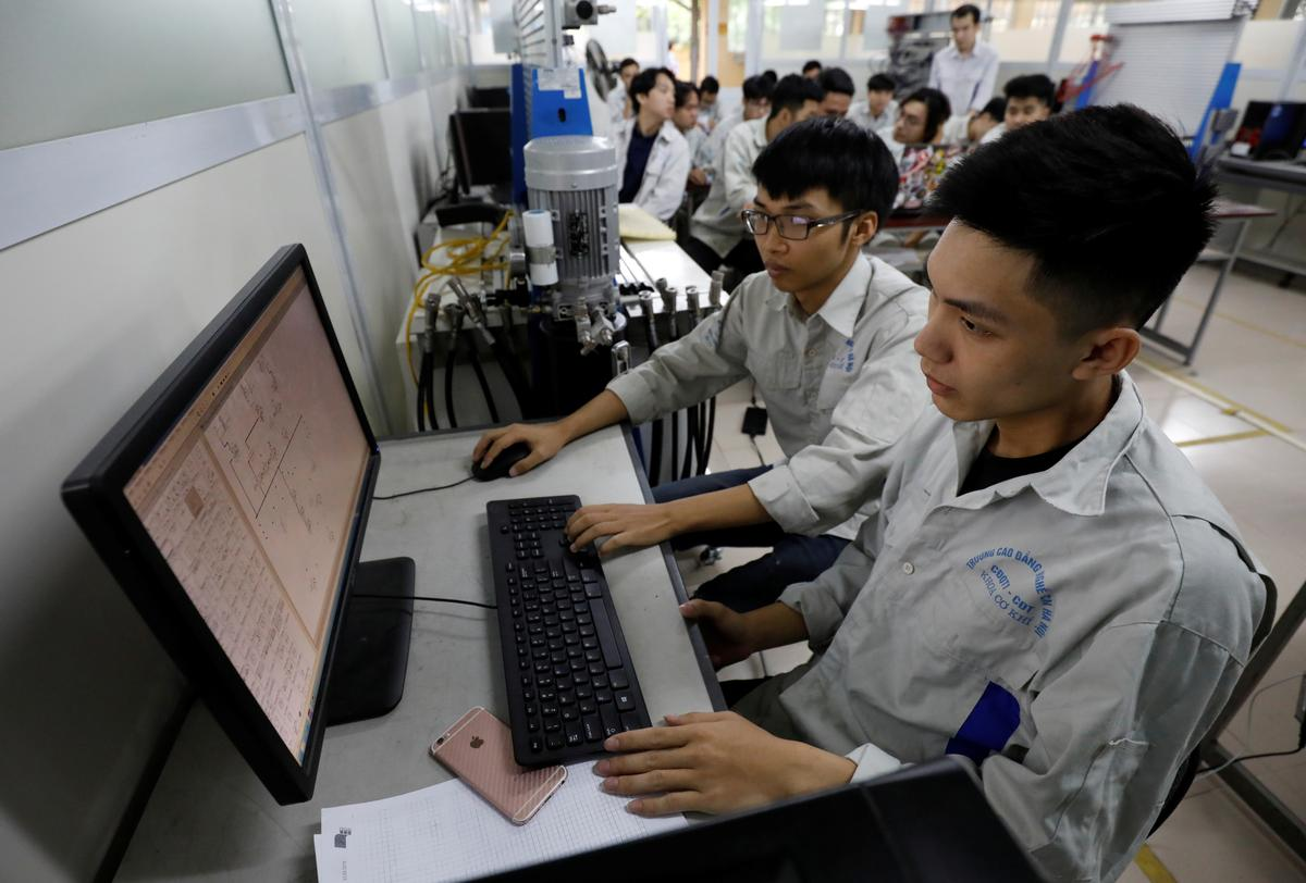 Students practise at a lab of an industrial vocational training college in Hanoi, Vietnam October 9, 2019. Picture taken October 9, 2019. Photo: Reuters