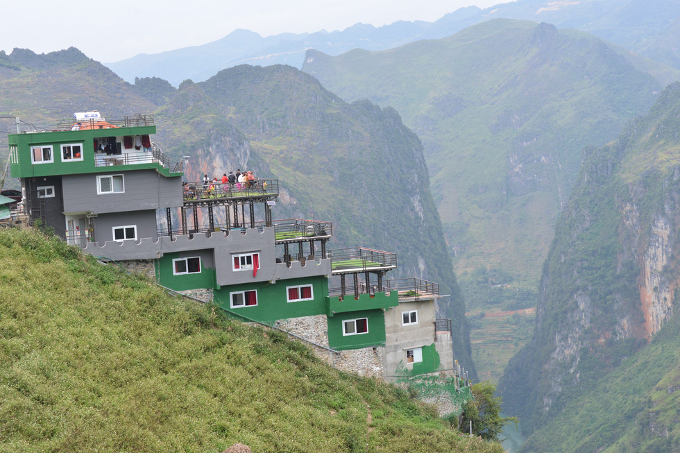 Controversial building on famed Vietnam mountain pass painted new green