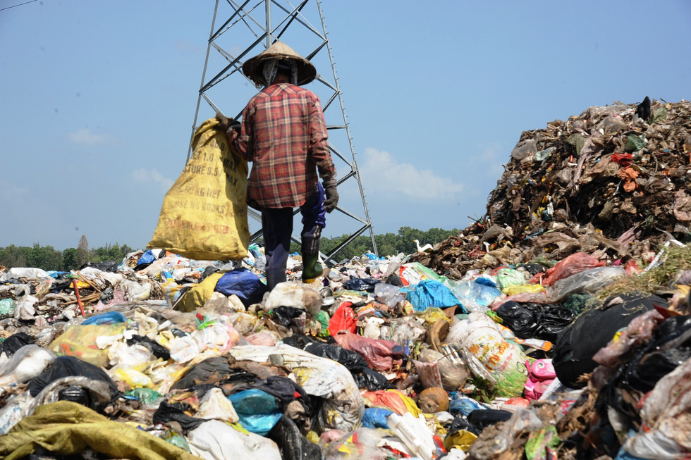 Trash piles up in Vietnam's Hoi An as residents block access to major landfill