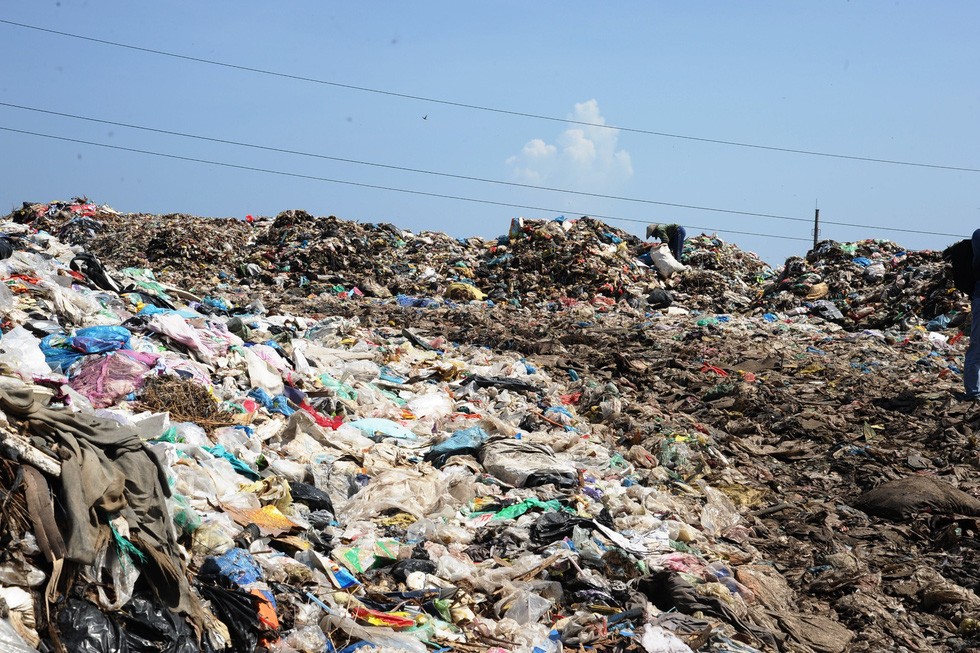 Mountains of trash are seen at the Cam Ha garbage dump in Hoi An City, Quang Nam Province in central Vietnam on October 11, 2019. Photo: Le Trung / Tuoi Tre