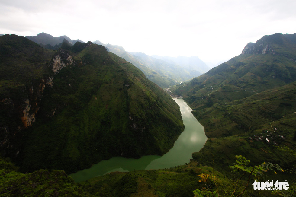 Nho Que River is seen from Ma Pi Leng Moountain Pass in the northern province of Ha Giang. Photo: Tan Luc / Tuoi Tre