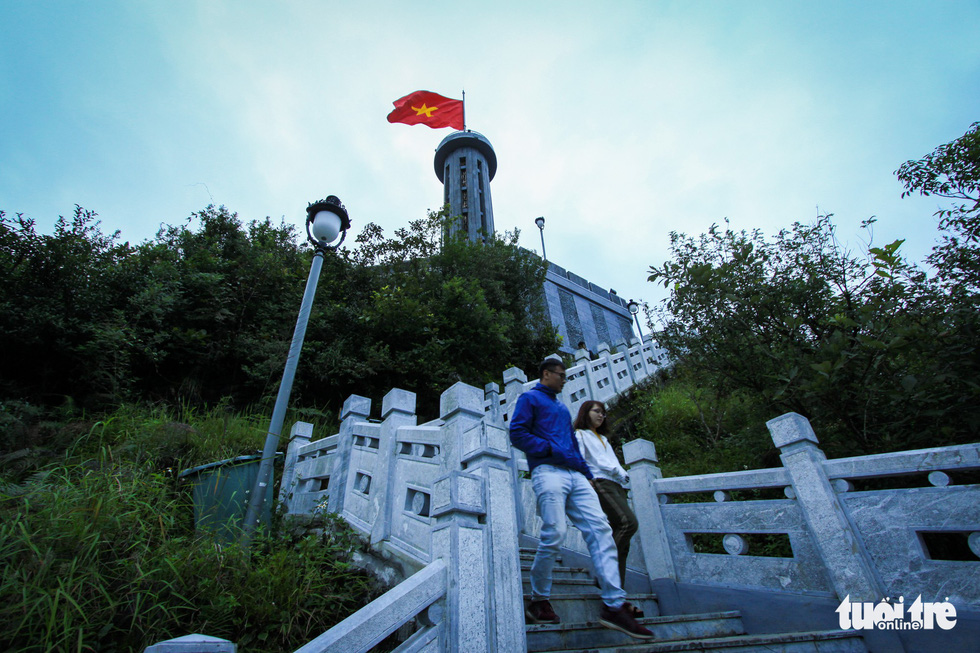 Visitors walk down from the Lung Cu Flag Tower in Dong Van District, northern province of Ha Giang. Photo: Tan Luc / Tuoi Tre
