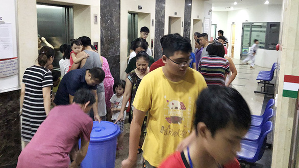 Residents at an apartment building buy fresh water from other sources as they are advised not to use the tap water. Photo: B.Ngoc / Tuoi Tre
