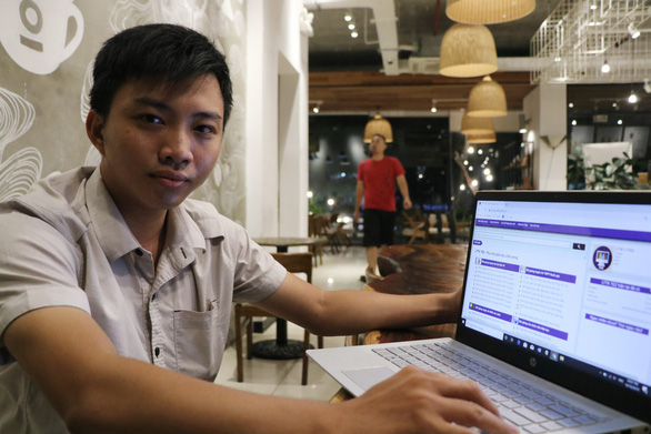 Vietnamese students build online library website