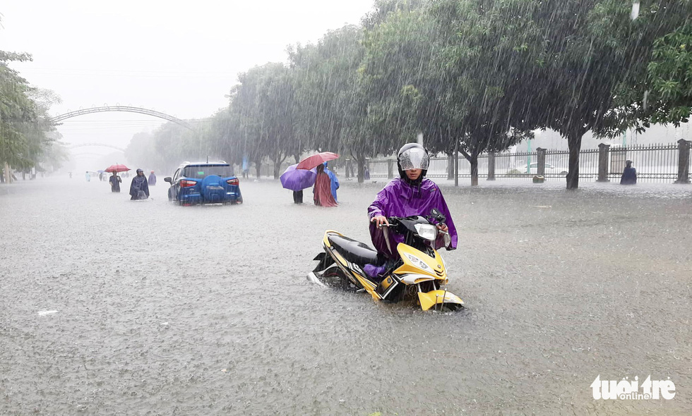 People travel on a flooded street in Vinh City in the north-central province of Nghe An on October 16, 2019. Photo: Doan Hoa / Tuoi Tre