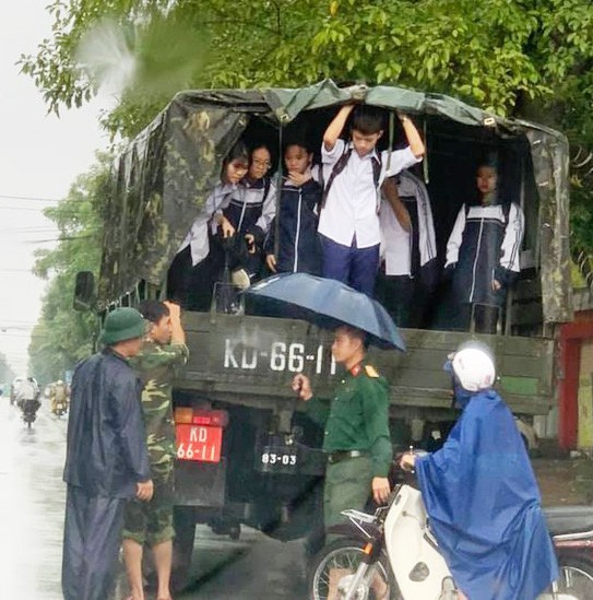 Students in Vinh City are brought home on a military vehicle.