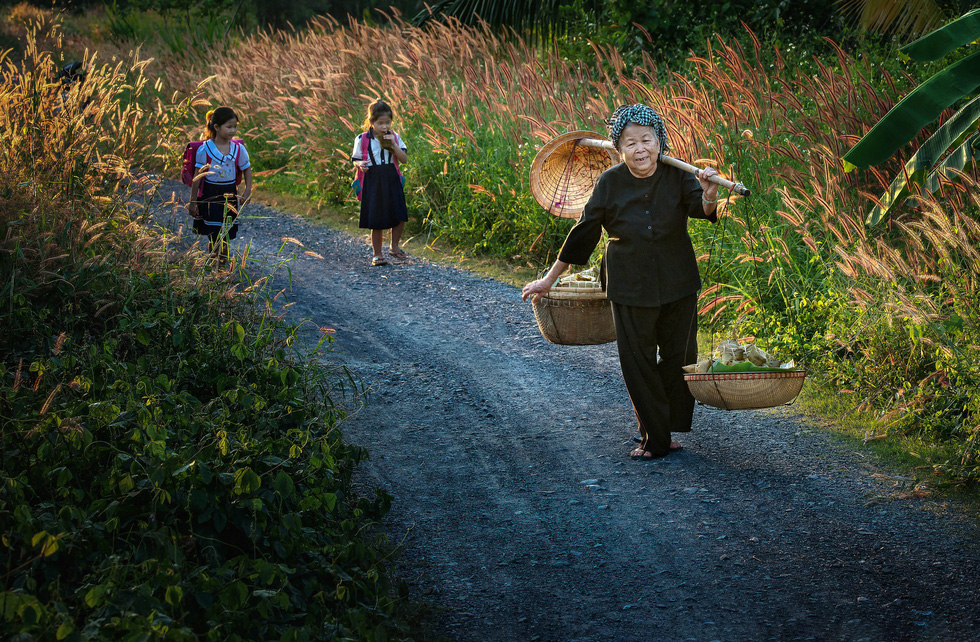 Photo contest highlights women's daily life in Vietnam